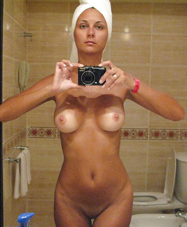 Camelia, en selfie dans la salle de bain