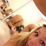 Marie fait un selfie de son cul .. sans le savoir