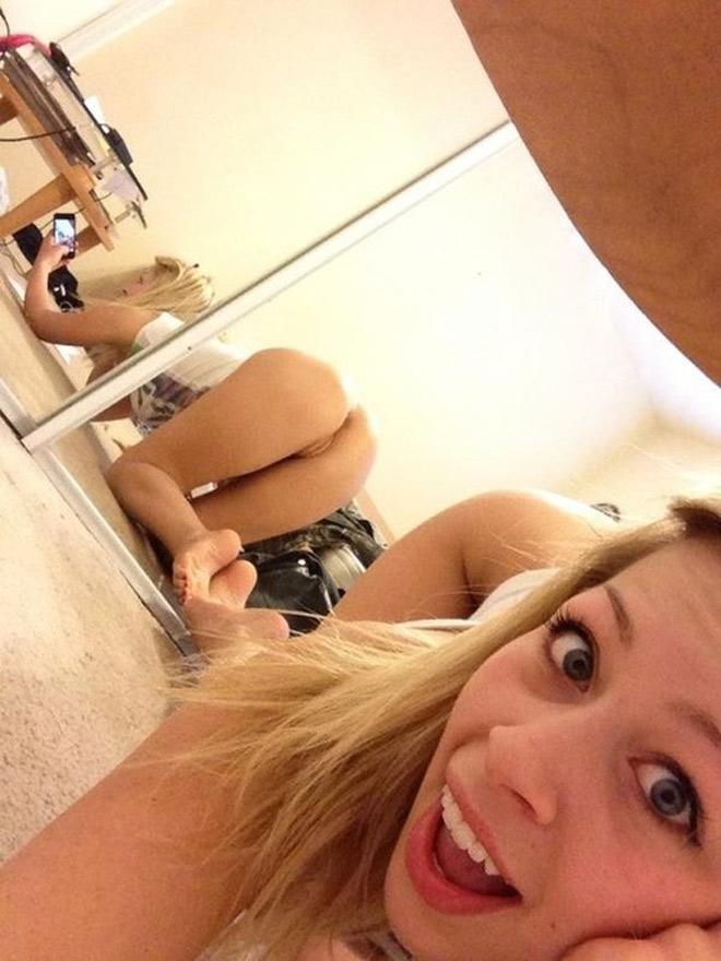 Marie fait un selfie de son cul