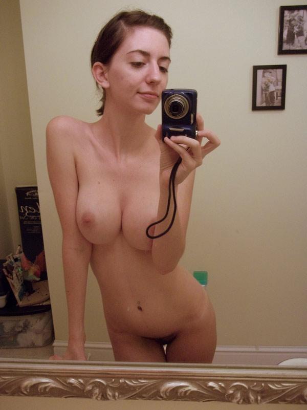 Melinda, brune mince à gros seins