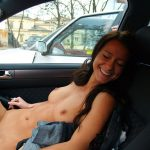 Wendy fille exhib nue en voiture