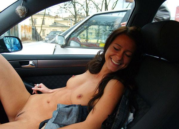 Voitures de filles nues
