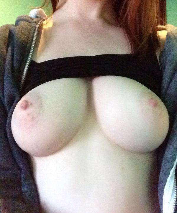 Gros seins à l'école mikayla