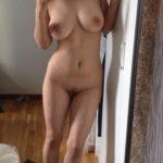 Valentina, étudiante italienne nue en mode grosses loches