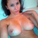 Nudité de Leila, Marocaine sexy aux seins fermes
